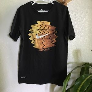 The Nike tee dri-fit boys size small